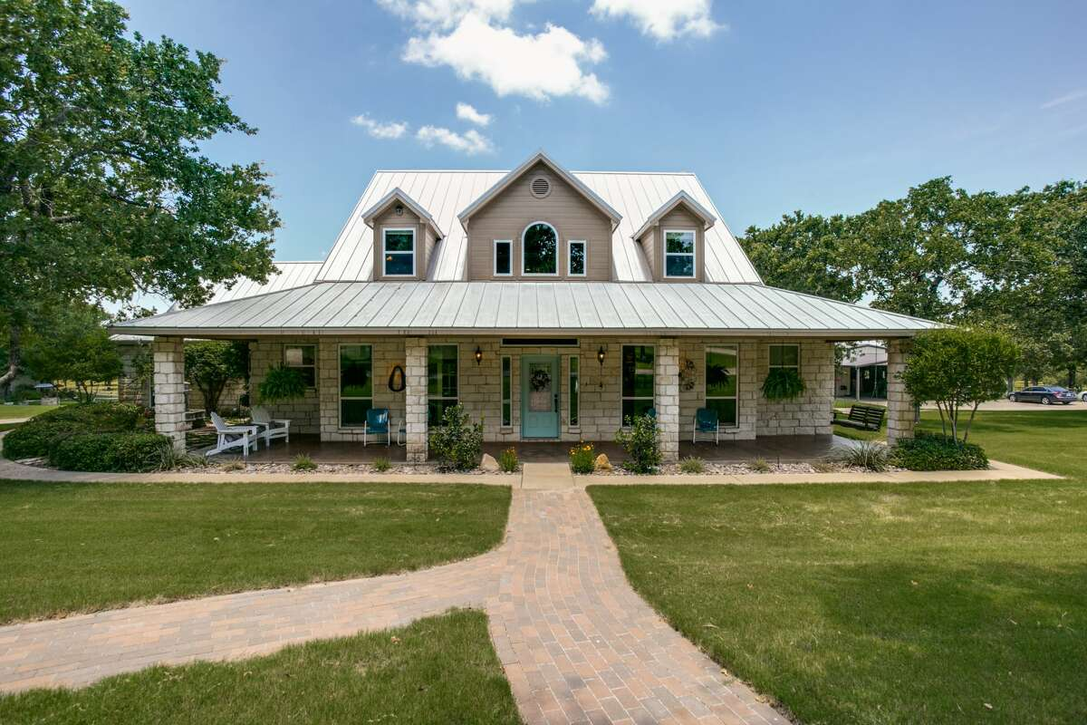 This dream ranch in Glen Rose, Texas is listed at $ 1,500,000.