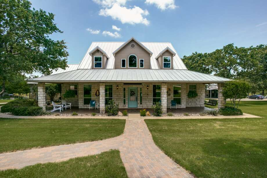 This dream ranch in Glen Rose, Texas is listed at $ 1,500,000. Photo: Shoot2Sell/Sotheby's