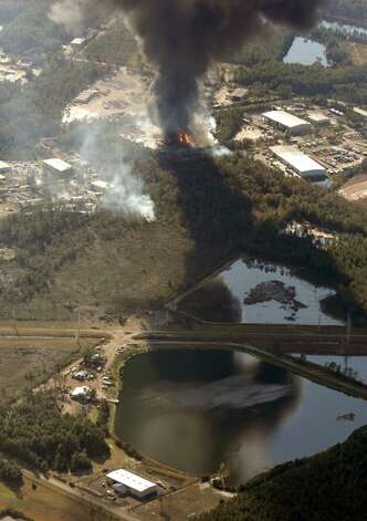A column of smoke rises from the site of T2 Laboratories, Inc, Wednesday, Dec. 19, 2007, in Jacksonville, Fla. Three people were missing after an explosion and fire occurred Wednesday at a chemical plant in Jacksonville, sending flames and billowing clouds of black smoke into the air, officials said. (AP Photo/The Florida Times-Union, Bob Self) ** MAGS OUT TV OUT ** Photo: Bob Self, AP / Copyright 2007, The Florida Tiimes-Union
