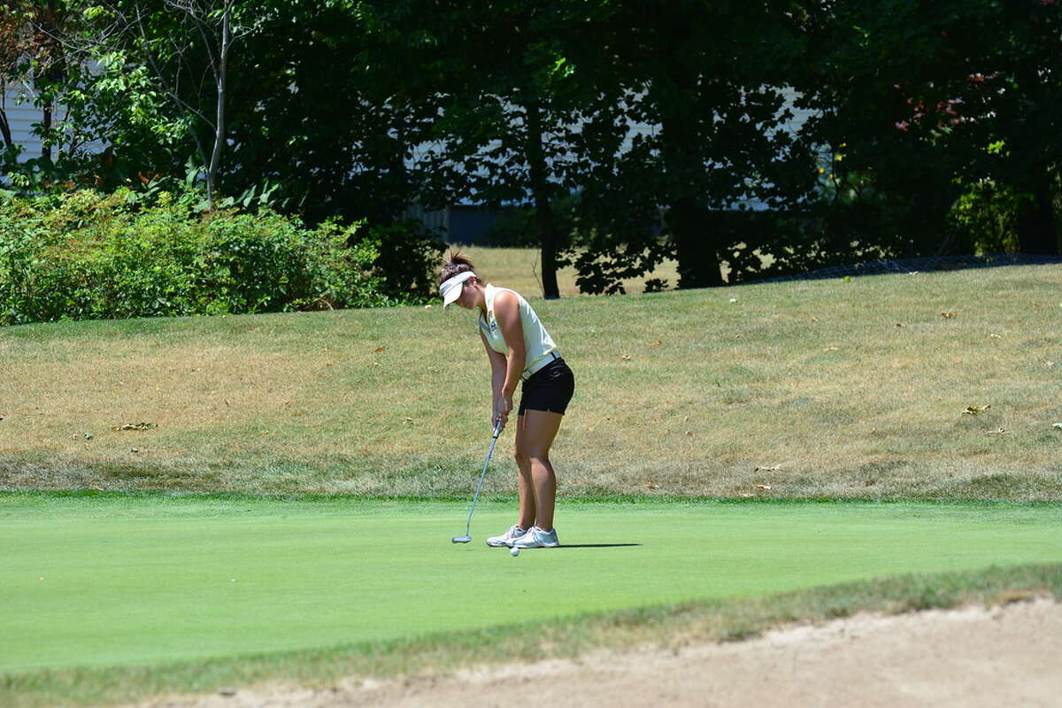 Bailey Cocca of Latham attempts a birdie putt on the playoff hole of the NYS Women's Amateur at Elmira. Cocca missed the putt but tapped in for par and the victory. (Andrew Hickey/NYSGA)