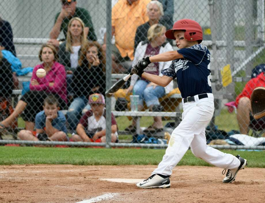#21 Tyler Streeter of Fraternal Northwest at bat agains Mt. Pleasant Union Township A at the 9-10-year-old Little League Baseball District 1 championship Friday evening. Photo: Steven Simpkins/Midland Daily Ne