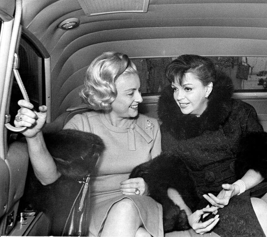 12/14/1965 - Houston Chronicle writer Maxine Mesinger shares a ride with singer Judy Garland leaving Houston International Airport. Photo: Tom Colburn, HC Staff / Houston Chronicle