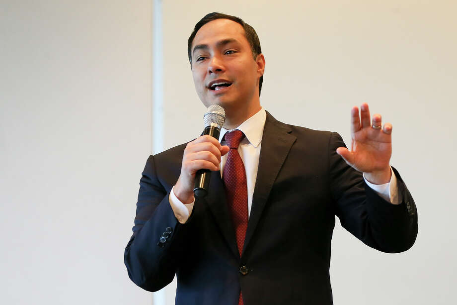 Congressman Joaquin Castro gives the keynote address at UIW's Latina Researchers Conference in the McCombs Center Rosenberg Sky Room on Saturday, July 16, 2016.  Castro discussed topics that are important for underrepresented scholars to pursue in order to create positive change for Latino communities across the United States. MARVIN PFEIFFER/ mpfeiffer@express-news.net Photo: Marvin Pfeiffer, Staff / San Antonio Express-News / Express-News 2016