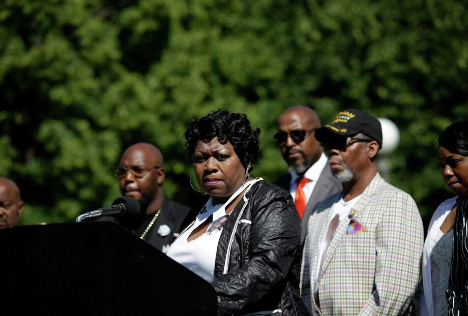 Valerie Castile speaks about her son Philando, who was shot dead during a traffic stop, in St. Paul, Minn., July 9. Castile's death was for many a heartbreaking illustration of the disproportionate risks black motorists face with police. Photo: JOSHUA LOTT, STR / NYTNS