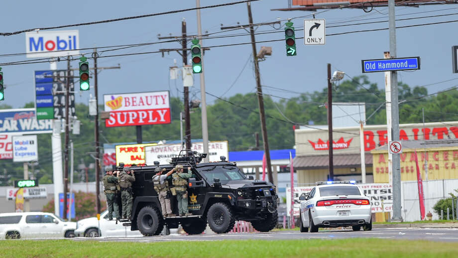 Baton Rouge Police search for a shooting suspect near Hammond Aire Shopping Center after multiple police were shot Sunday morning. Photo: Scott Clause, MBO / The Daily Advertiser