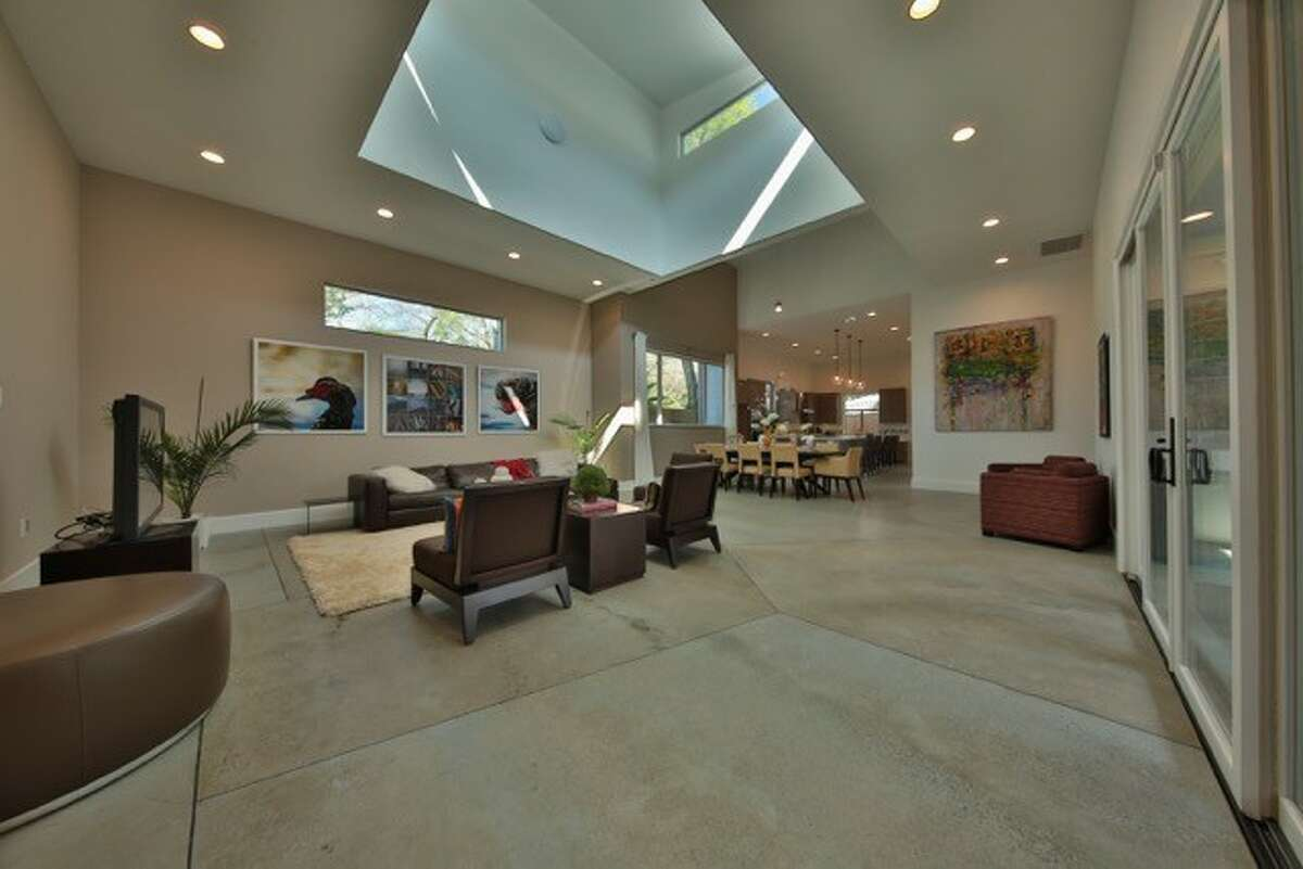Living room (Courtesy of Boomer Lifestyle Homes)