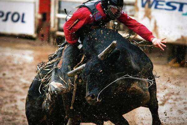 Cody Teel, from Kountze, Texas, stays on Bottle Rocket to win the bull riding event during the rodeo finals at the Calgary Stampede in Calgary, Alberta, Sunday, July 17, 2016. (Jeff McIntosh/The Canadian Press via AP)