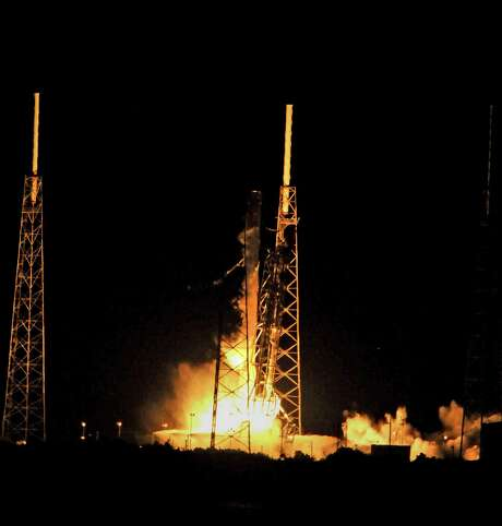 The SpaceX Falcon 9 rocket lifts off from space launch complex 40 at Cape Canaveral, Florida, with a Dragon CRS9 spacecraft Monday. Photo: Bruce Weaver /AFP /Getty Images / AFP