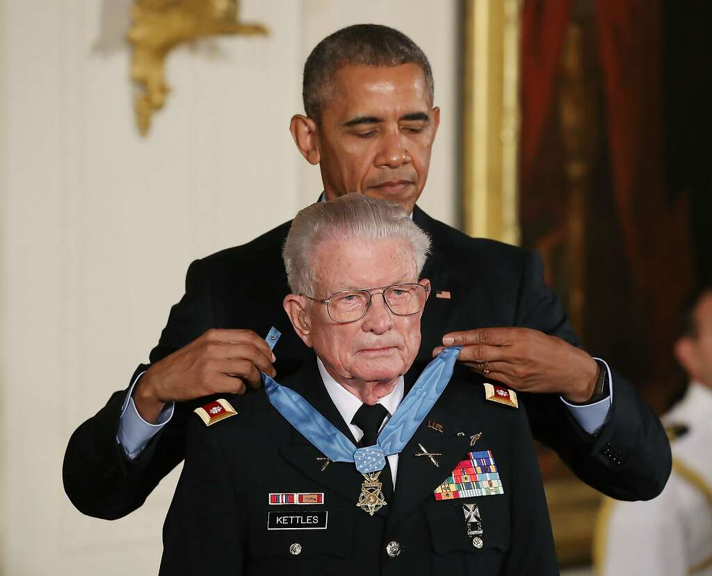veteran receives medal of honor for acts in battle that looked washington dc 18 u s president barack obama presents the medal of honor