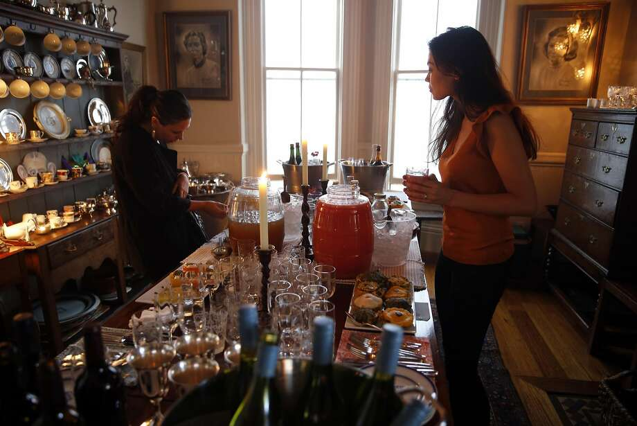 Megan Sette (left) and Ann Marie Einziger check out drink options. Photo: Scott Strazzante, The Chronicle