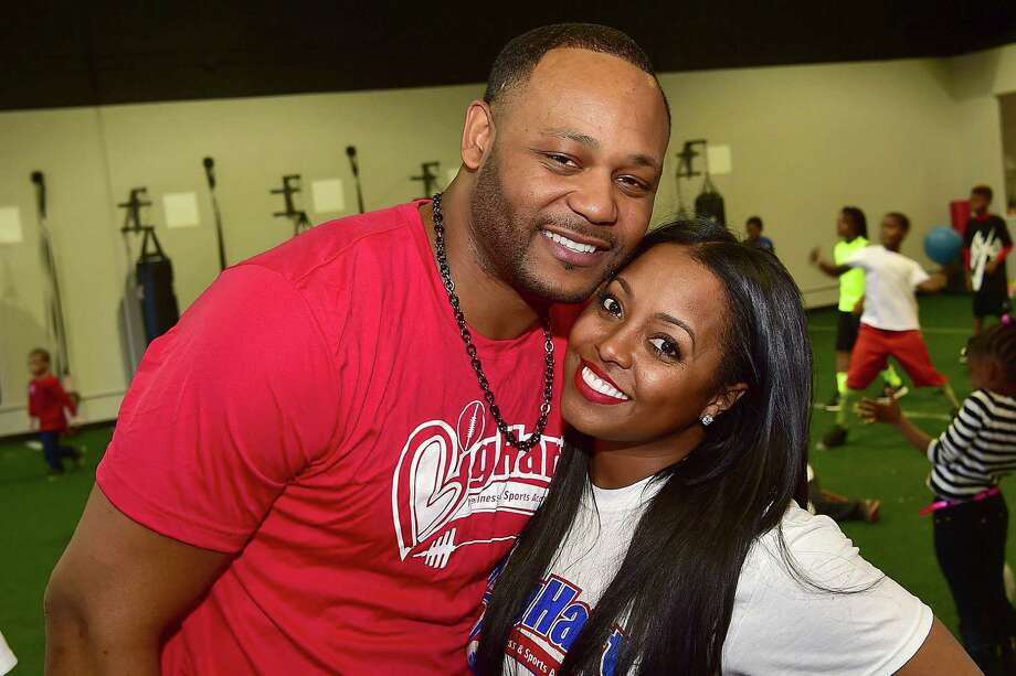 """KESHIA KNIGHT PULLIAM AND ED HARTWELLThe former """"Cosby Show"""" star Keshia Knight Pulliam announced her pregnancy in mid-July, 2016, and after almost eight months of marriage her husband, Ed Hartwell, is filing for divorce for """"irreconcilable differences."""" Take a look through the gallery to see other high-profile celebrity splits of 2016. / 2016 Paras Griffin"""