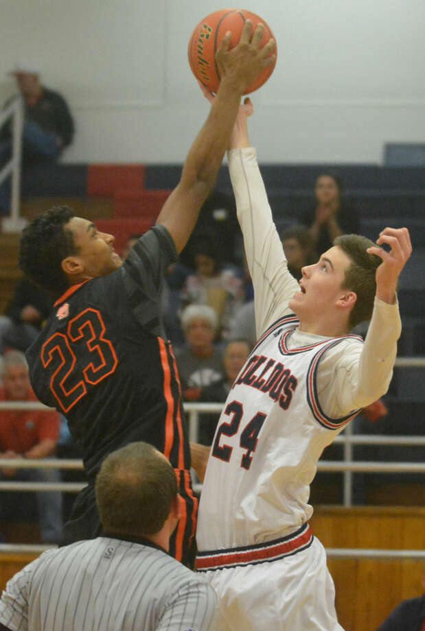 Plainview's Bryson DeBerry (right) fights for a jump ball against Dumas during the teams' first meeting of the season. DeBerry, a 6-foot-5 junior, scored 14 points and hauled in 13 rebounds Saturday in a 40-point win at Dumas. Photo: Skip Leon/Plainview Herald