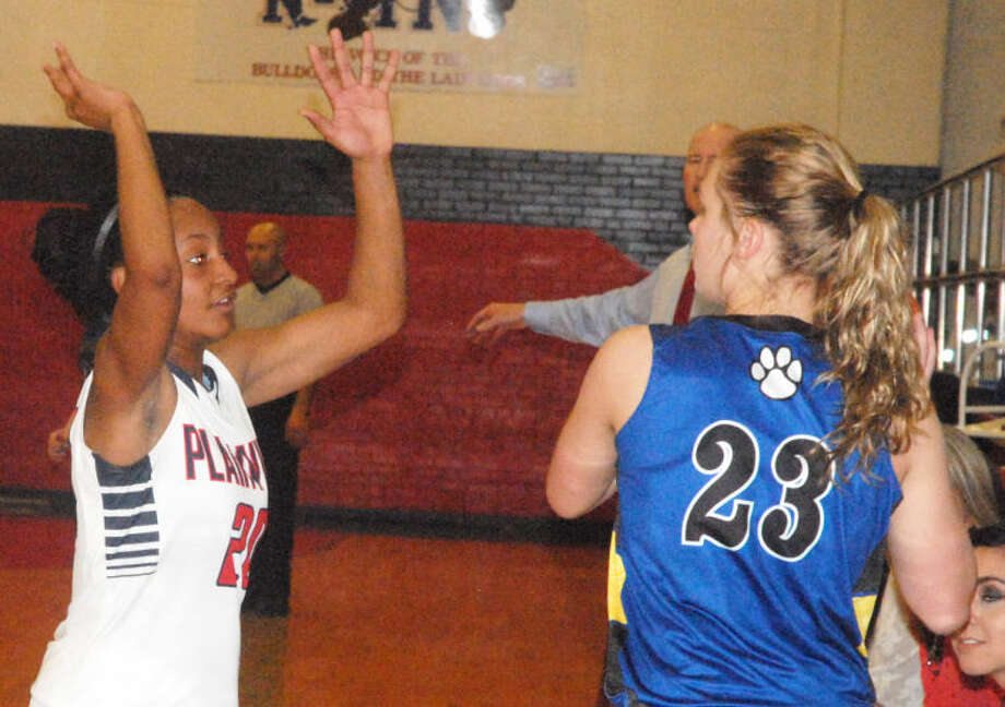 Plainview's Taivia Hearn (left) tries to keep Frenship's Addison Foster (23) from throwing the ball inbounds during a District 4-4A game Friday night. The Lady Bulldogs beat Frenship and are ranked No. 22 in the latest Texas Association of Basketball Coaches (TABC) poll released Monday. Photo: Skip Leon/Plainview Herald