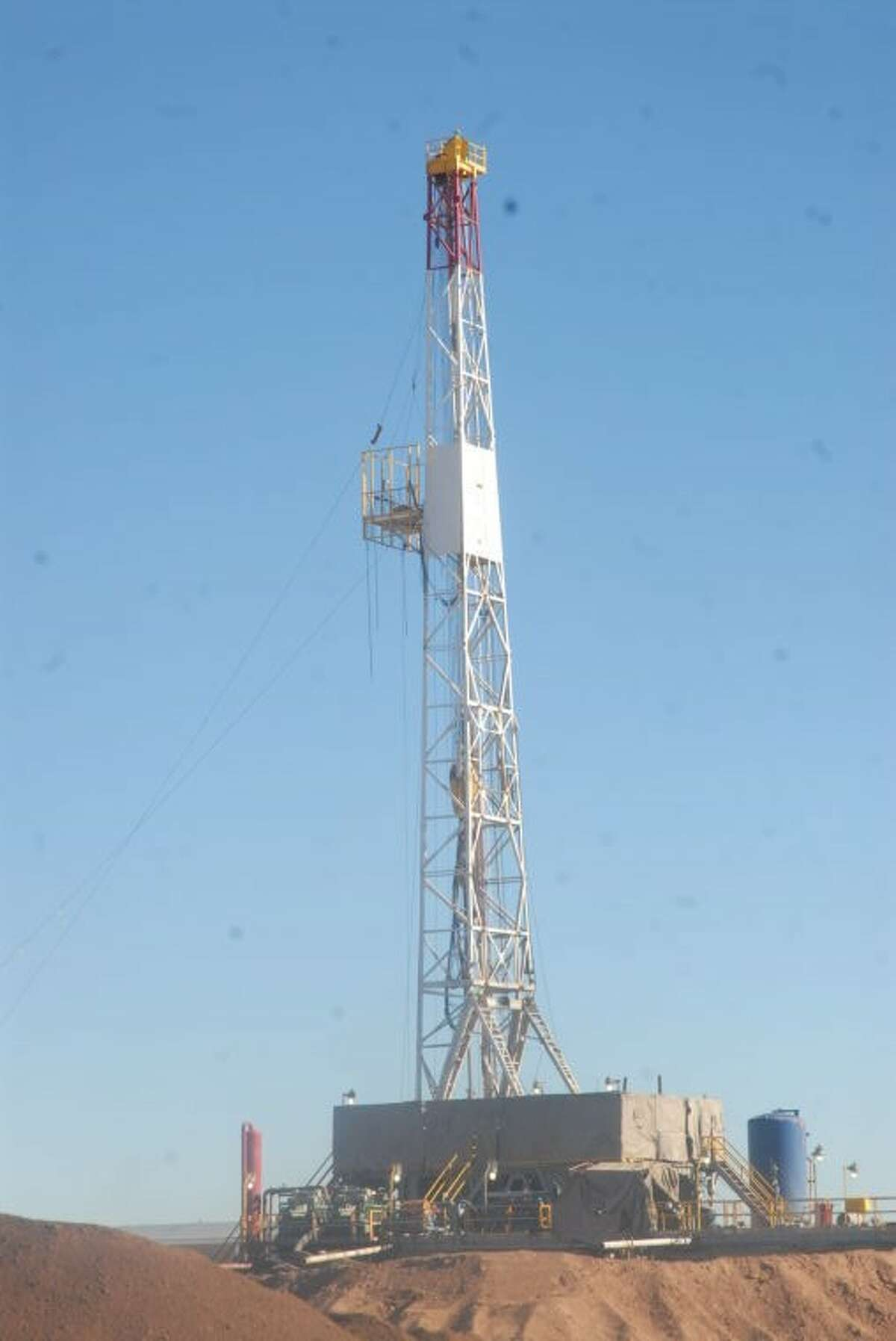 An exploratory drilling rig has been erected by Laredo Petroleum along the side of FM 400, midway between Plainview and Petersburg.