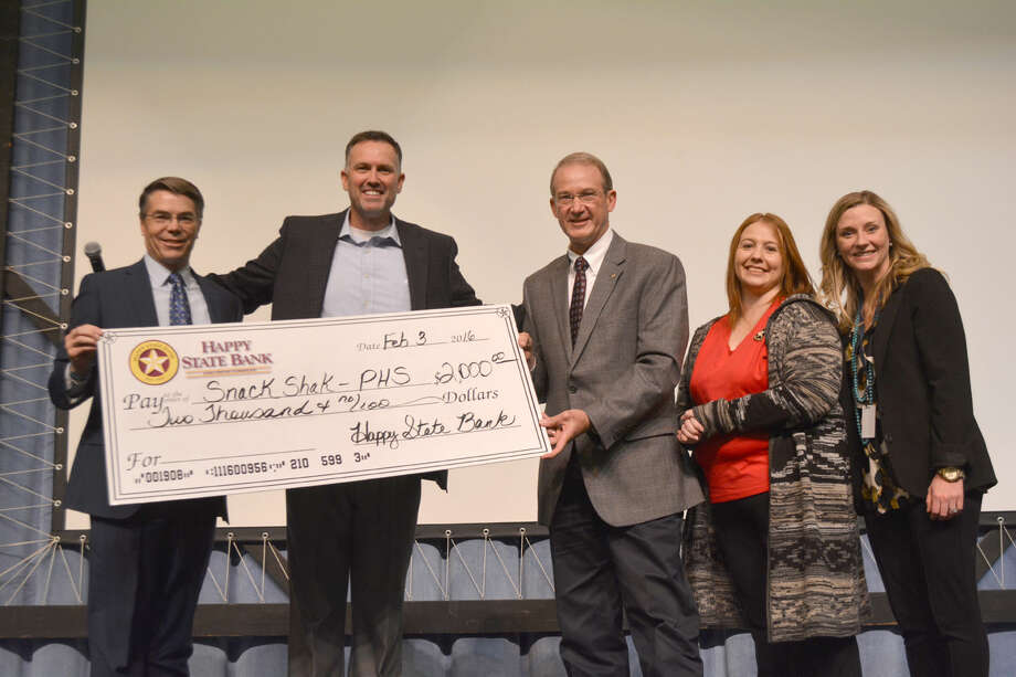 Snack Shak Startup Funds Doug McDonough/Plainview Herald Happy State Bank in Plainview is providing $2,000 in startup funds for the Snack Shak program at Plainview High School. A supersized check was used to announce the donation on Wednesday during an assembly for PHS freshmen, sophomores and juniors. Snack Shak is an extension of the Snack Pak 4Kids program that has been operating in local elementary schools for the past three years. On hand for the presentation are Dyron Howell of Amarillo (left), Snack Pak originator; PHS Principal Ty Rogers, Willis McCucheon and Sara Curtis of Happy State Bank and Terra James, Snack Shak volunteer.