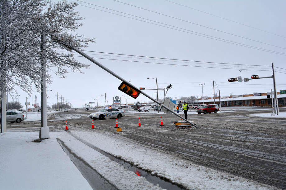 Traffic Signal DownDoug McDonough/Plainview HeraldA traffic light arm at Olton Road and Ennis collapsed Thursday morning in the midst of a snow storm in which the city received 5.5 inches of snow. The incident likely was related to the inclement weather, although it did not appear that the sign was struck by a vehicle. According to TxDOT, the eastbound signal is currently out of regular operation. The damaged pole and arm will be replaced once weather conditions improve. Until then, the intersection has been converted to an all-way (4-way) stop condition. TxDOT advised motorists to remain alert of the temporary traffic conditions.