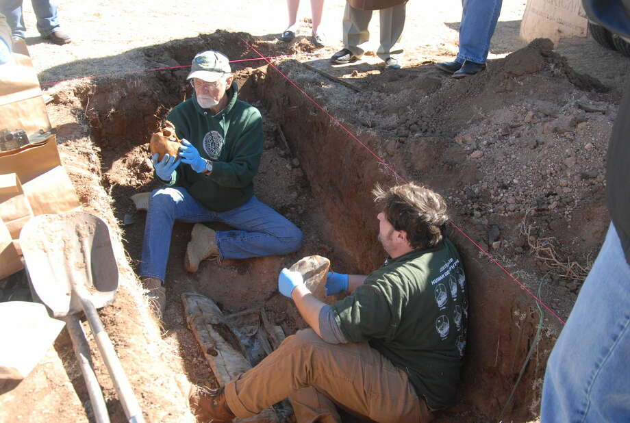 Dr. Harrell Gill-King (left) director of the laboratory of forensic anthropology and human identification at the University of North Texas exhume a body from a grave Friday morning in the efforts of identifying a 30-year-old murder case in Plainview. Photo: By Homer Marquez/Plainview Herald