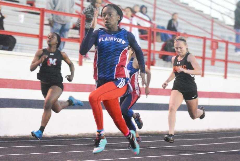 Plainview's Kaizha Roberts races to victory in the 100-meter dash. The junior was a triple winner in the 100, 200 and 400-meter relay to help the Lady Bulldogs to the team championship at the Reagor-Dykes Bulldog Relays Friday. Photo: Skip Leon/Plainview Herald