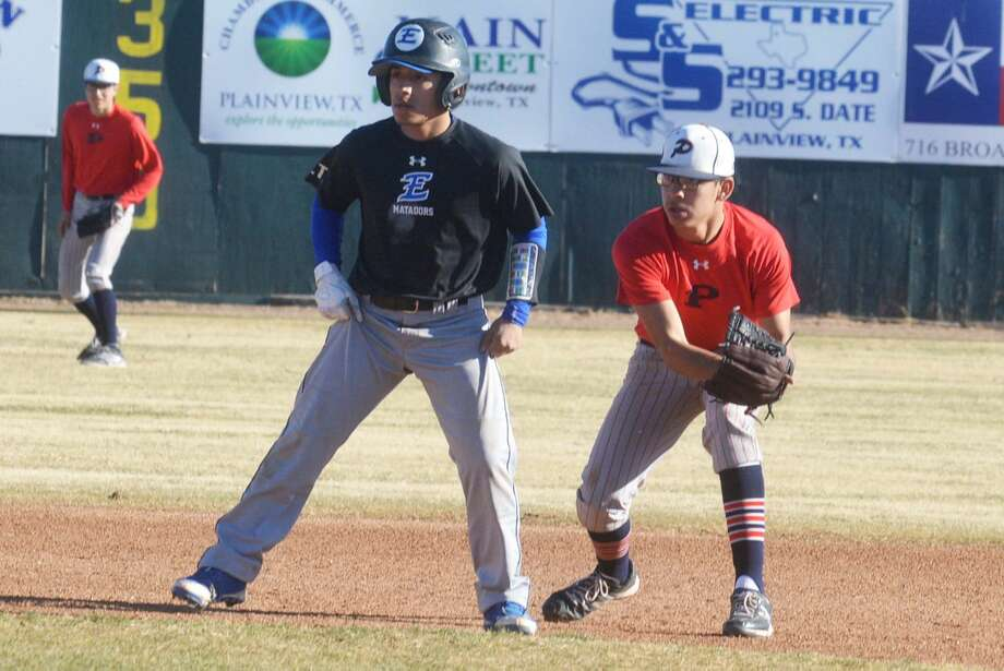 Plainview shortstop Derrin Mendoza, right, tries to keep a Lubbock Estacado runner from getting a big lead off second base during a scrimmage earlier this season. The Bulldogs open District 4-5A play Saturday at San Angelo Lake View. Photo: Skip Leon/Plainview Herald