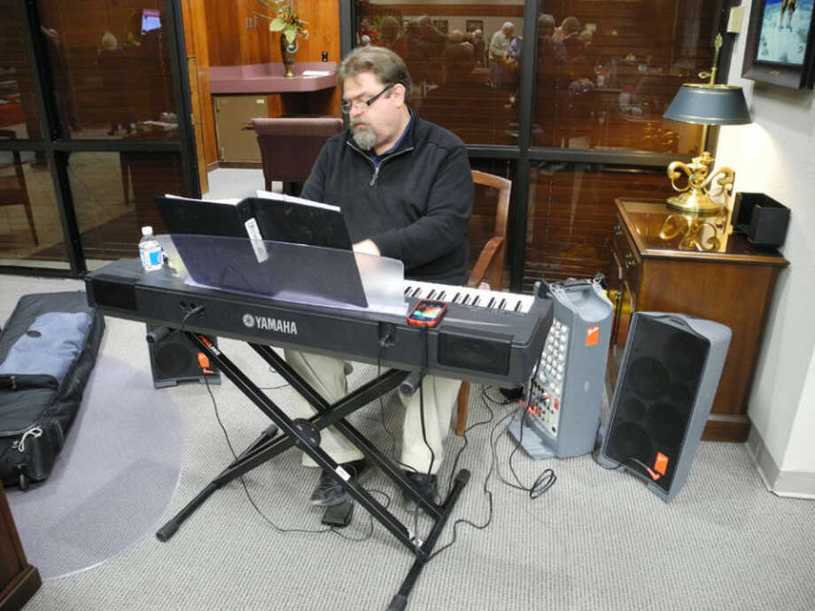 David Hawkins set the tone for the event by playing a number of well-loved standards on the keyboard at the 4th Annual Wine Tasting a week ago Saturday. Photo: Gail M. Williams | Plainview Herald