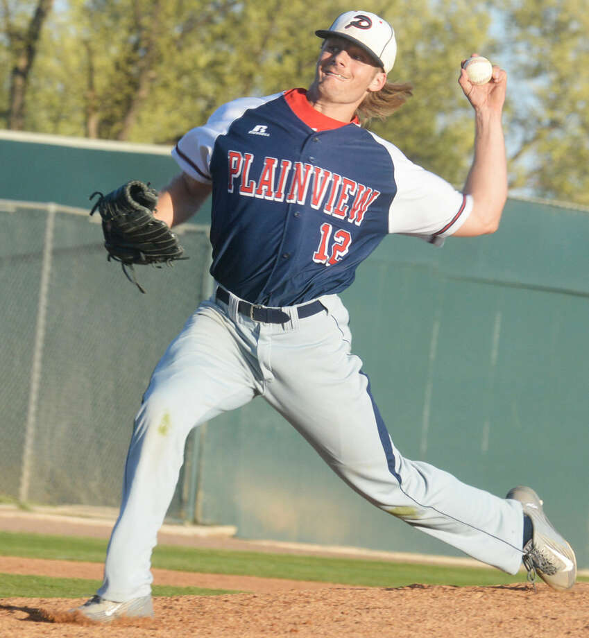 Plainview senior Ethan Earhart throws a pitch during a game this season. The southpaw has been dominant on the mound for the Bulldogs. He is 5-0 with a 0.73 earned-run average. He has allowed just 12 hits in 30 innings pitched and has struck out 43. He has a no-hitter, a one-hitter and a two-hitter. Photo: Skip Leon/Plainview Herald