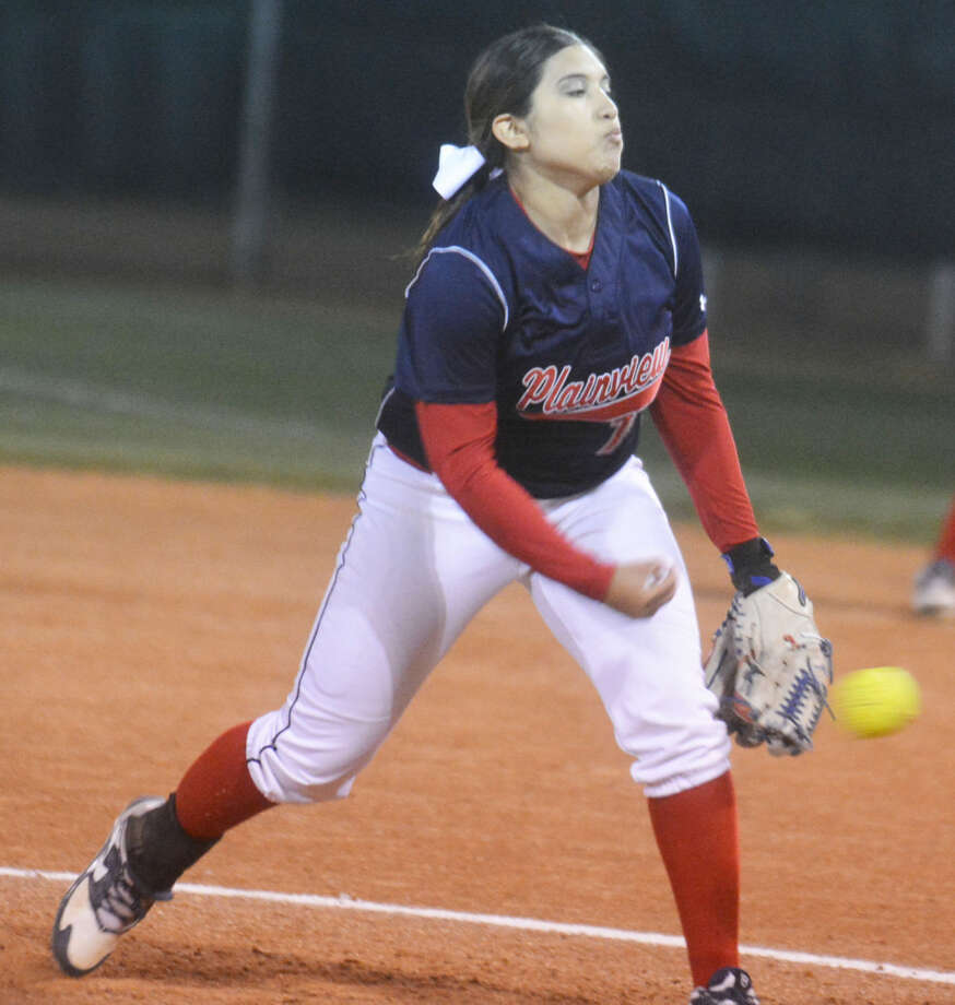 Plainview's Lori Gonzalez was the winning pitcher in relief Friday as the Lady Bulldogs won their first District 4-5A game, a 6-5 decision over San Angelo Lake View. Plainview overcame a 3-0 deficit and scored the winning run in the seventh inning to even their district record at 1-1. Photo: Skip Leon/Plainview Herald