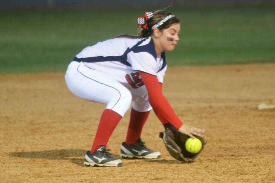 Plainview shortstop Morgan Chapa picks up a ground ball during the Lady Bulldogs' 10-0 victory over Lubbock Monterey Tuesday. Photo: Skip Leon/Plainview HErald