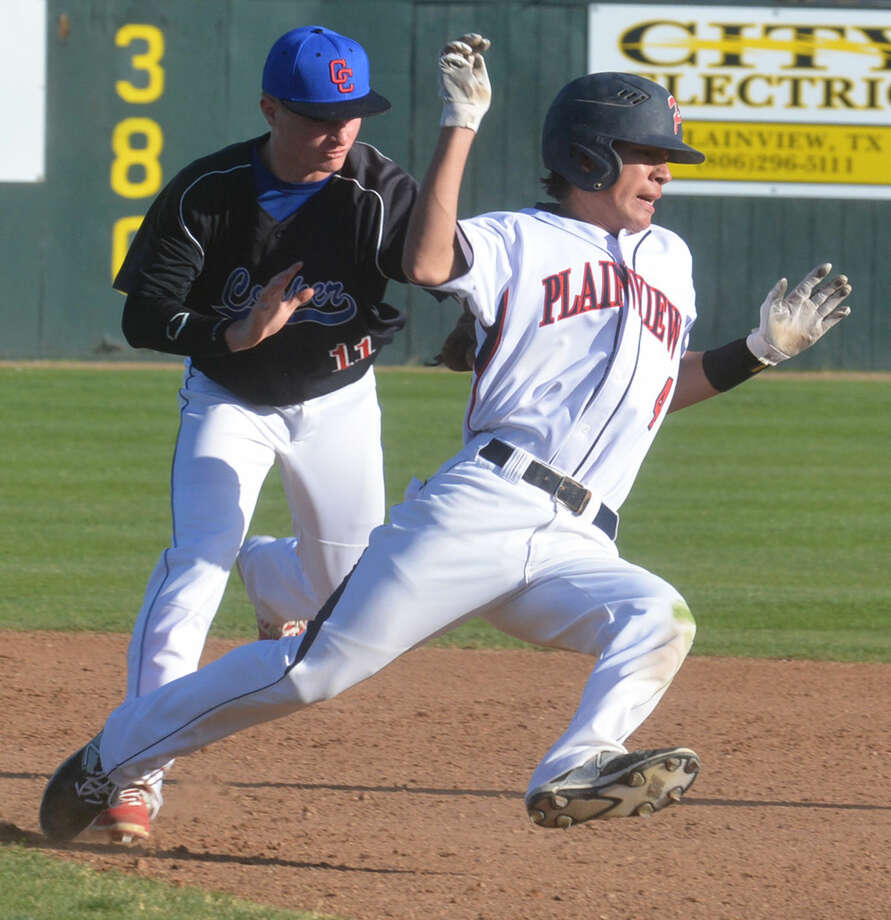 Plainview's Jared Rodriguez tries to avoid the tag of Lubbock Cooper's Brandon Miller in the fifth inning of a District 4-5A game at Bulldog Park Friday. Rodriguez singled in a run on the play and stayed in the rundown long enough to allow a second run to score. Photo: Skip Leon/Plainview Herald