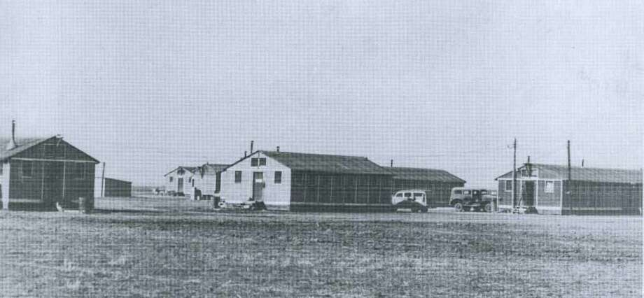 Barracks and administrative buildings at Plainview Pre-Glider School Hangar at Finney Field during 1942.
