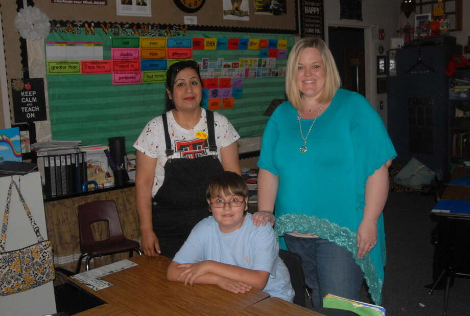 Gabino Melendez, seated, is joined by his grandmother Imelda Porras, left, and third grade teacher Alyse Lackey. Photo: Homer Marquez/Plainview Herald