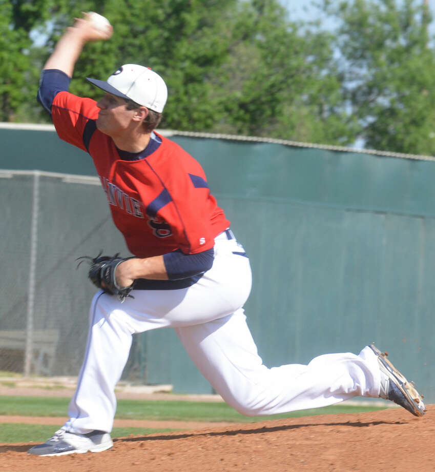 Plainview's Paxstyn Oldfield fires a pitch during a District 4-5A baseball game against San Angelo Lake View at Bulldog Park Tuesday. The senior right-hander allowed just one hit in six innings of a 9-0 victory. Photo: Skip Leon/Plainview Herald
