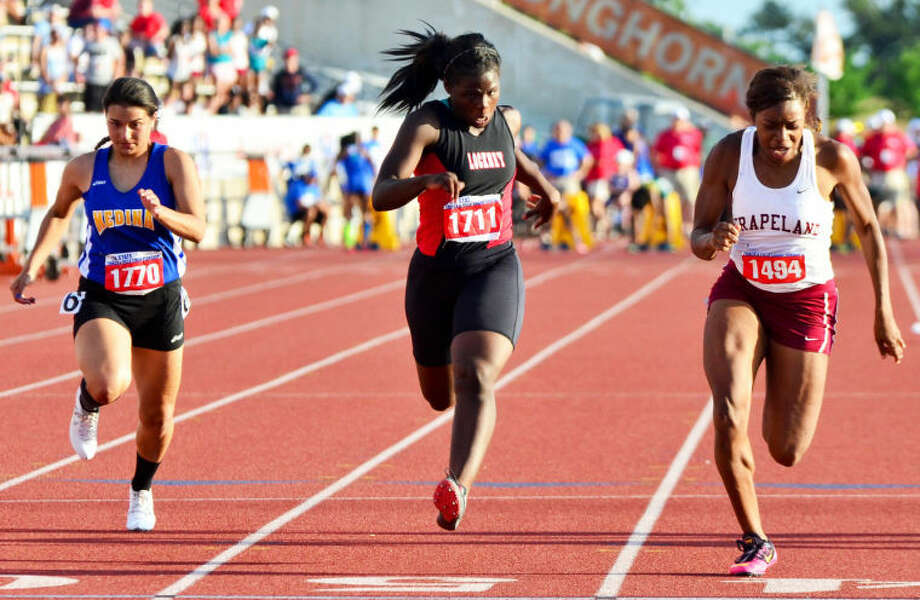 Lockney's Tanae Ramos (center) races with Grapeland's Rosalind McCoy (right) and Lauren Ortiz of Medina (left) in the Class 1A division 1 100-meter dash at the state track meet in Austin Saturday. Photo: Photo Courtesy Of Albert Gomez Photography