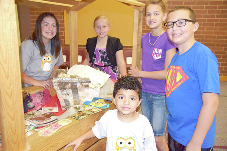 Jan Seago/Plainview ISDLa Mesa students Jordyn Ramirez (left), Mary Warren, Sterling Hilliard, Timothy Franklin and Manny Garcia (front) examine items found in the time capsule buried in front of the school.