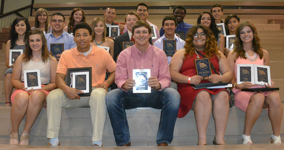 The Plainview High School Top Dog award winners for their respective sports were front row (from left) Morgan Smock, student athletic trainer; Zach Riddley, boys basketball; Paxstyn Oldfield, football; Carissa Castillo, girls powerlifting; and Brooke Walker, volleyball and girls track. Middle row (from left) Alyssa Perez, cheerleaders; Erik Mendez, boys powerlifting; Dusti Boedeker, girls tennis; Grayson Tirey, boys tennis and Top Academic Award; Isaiah Garcia, boys golf; Karli Wheeler, girls basketball and Top Academic Award; and Cassandra Delgado, girls cross country. Back row (from left) Criselda Luna, softball; Meredith McDonough, girls golf and Miss PHS; Jarel Rosas, boys track; Moises Garcia, Mr. PHS co-winner; Khalid Riggins, Mr. PHS co-winner; Ricardo Flores, boys cross country. Photo: Skip Leon/Plainview Herald