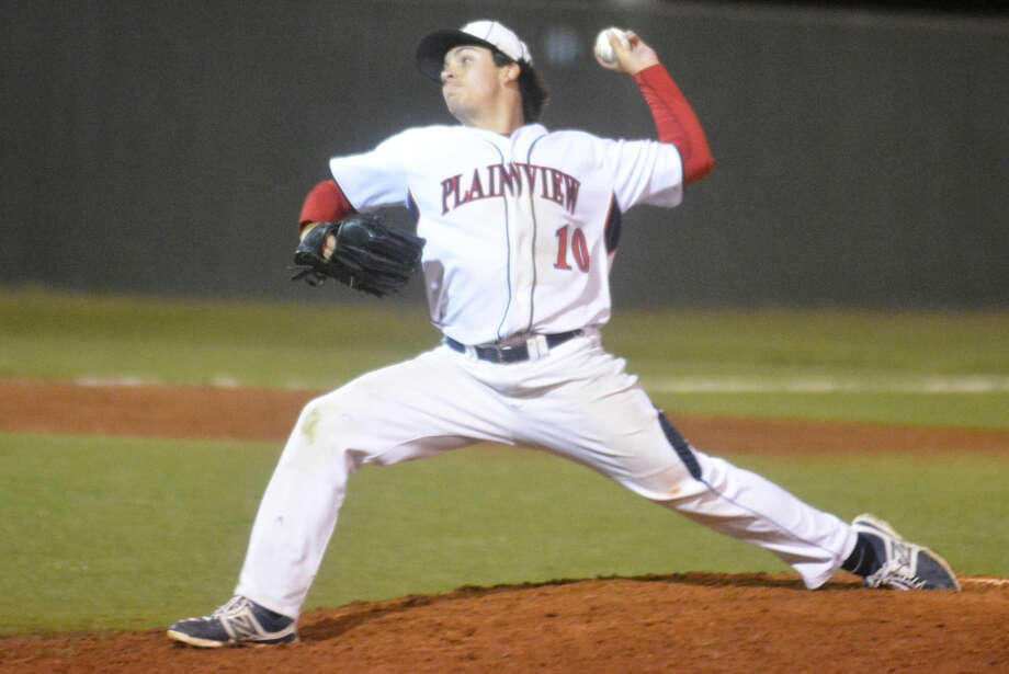 Plainview senior Brent Silvas rears back and fires a pitch during a bi-district playoff game. The Bulldogs have swept both their bi-district and area playoff series and will roll into the regional quarterfinals against Canyon Friday and Saturday in Artesia, N.M. Photo: Skip Leon/Plainview Herald
