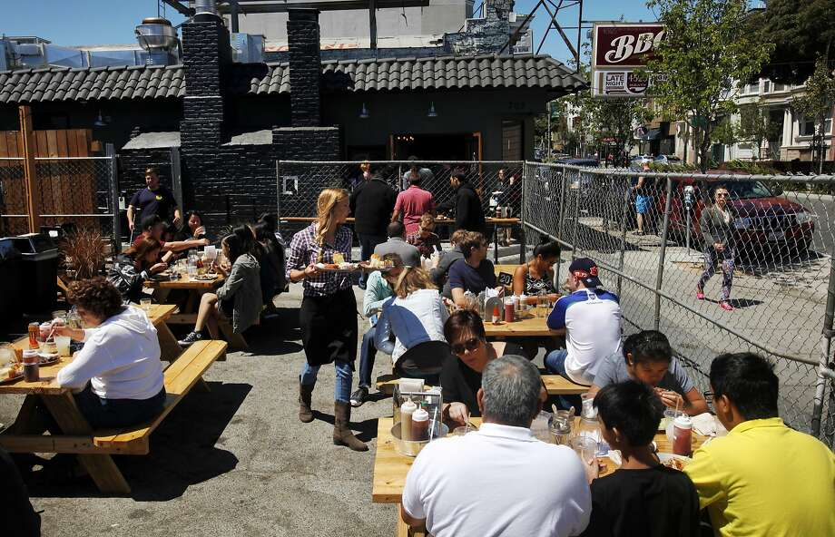 People eat at 4505 Burgers & BBQ on Divisadero. Photo: Leah Millis, The Chronicle