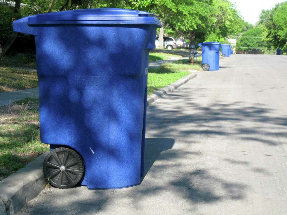 Fines for putting trash in recycle bins are reasonable. Scofflaws who put trash in their recycling bin slow the recycling process and waste tax dollars. Photo: JENNIFER LLOYD /210SA