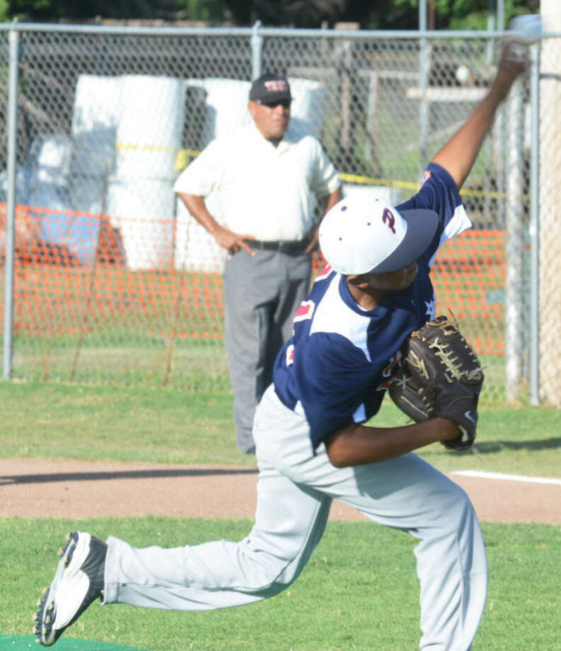 Plainview Blue's Lathon Hawkins, shown pitching in the district tournament, fired a complete-game victory Monday night to keep the local team alive in the state tournament in Pampa. Photo: Skip Leon/Plainview Herald