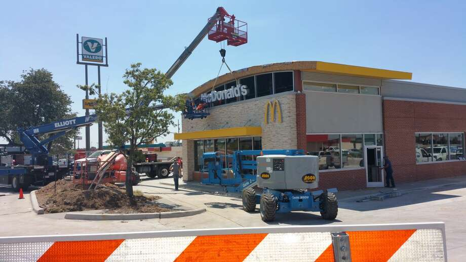 New Store, New SignGordon Zeigler/Special to the HeraldWork crews continue a paced building effort at McDonald's Restaurant, Interstate 27 and US 70. Signage went up Thursday afternoon, on the front of the new Play Place. Employees suggest that the new building may have the largest floor plan of all fast food restaurants in the region. McDonald's closed about four weeks ago, so that structure could be demolish and the new store built next to it. The new restaurant is expected to open in early September. The Plainview Chamber of Commerce has set a Grand Reopening Ribbon Cutting at 4 p.m. Thursday, Sept. 17.