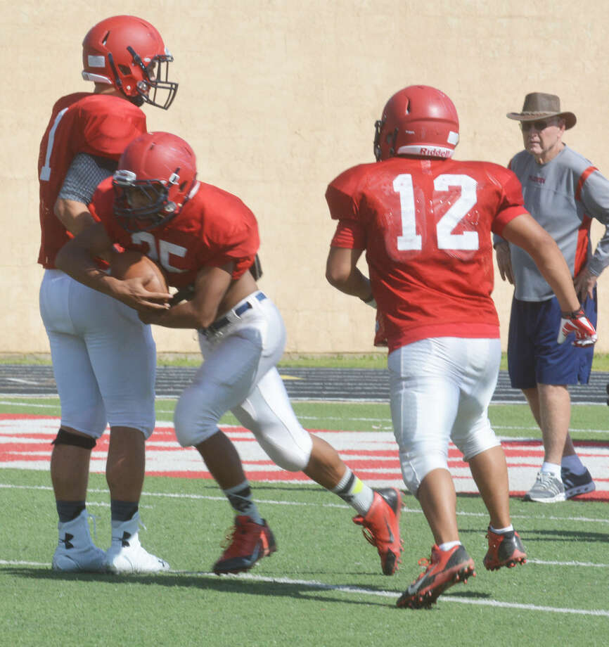Plainview quarterback Paxstyn Oldfield hands off to running back Trendan Jackson during the Bulldogs' football practice Wednesday afternoon. The Dogs are expecting a strong test when they face Tascosa in a scrimmage at Greg Sherwood Memorial Bulldog Stadium Friday. Photo: Skip Leon/Plainview Herald