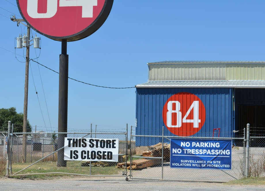 Homer Marquez/Plainview HeraldAfter opening in 1978, Plainview's 84 Lumber and Home Center locked its gates Wednesday after corporate pulled the plug on its Dimmitt Road location.