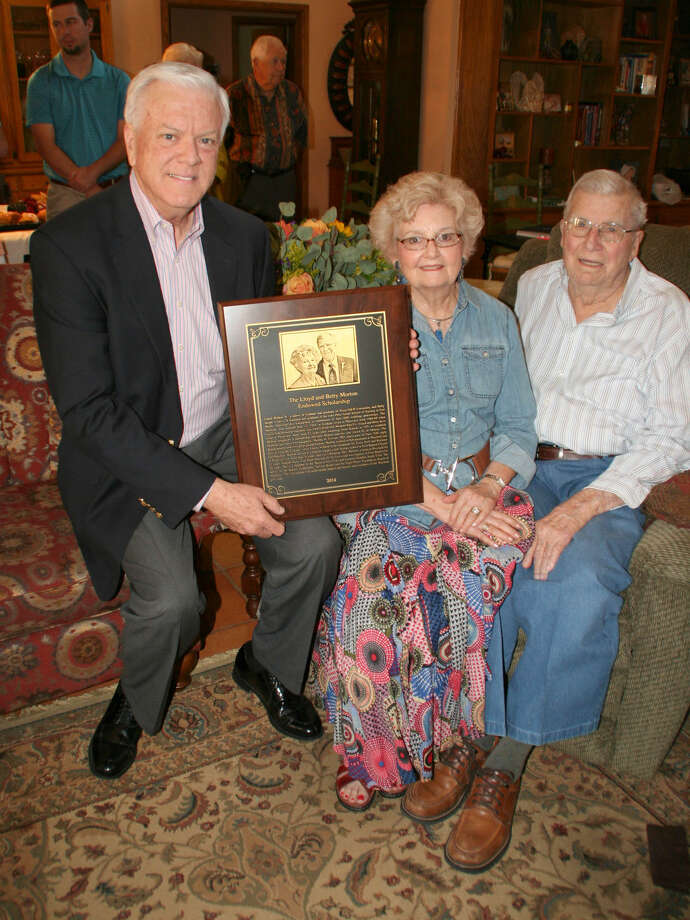 Wayland Baptist University PhotosDr. Paul Armes, Wayland president (left), displays the bronze plaque recognizing the endowed scholarship honoring Betty and Lloyd Morton, longtime Plainview residents. Photo: Unknown
