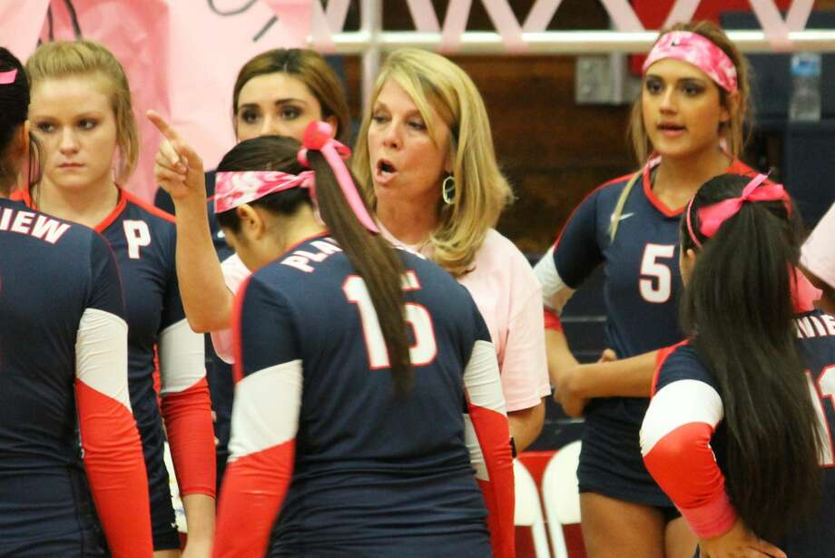 Plainview volleyball coach Torri Hatch talks to her team during their match against Lubbock High Friday.  Photo: Carmen Ortega/Plainview Herald