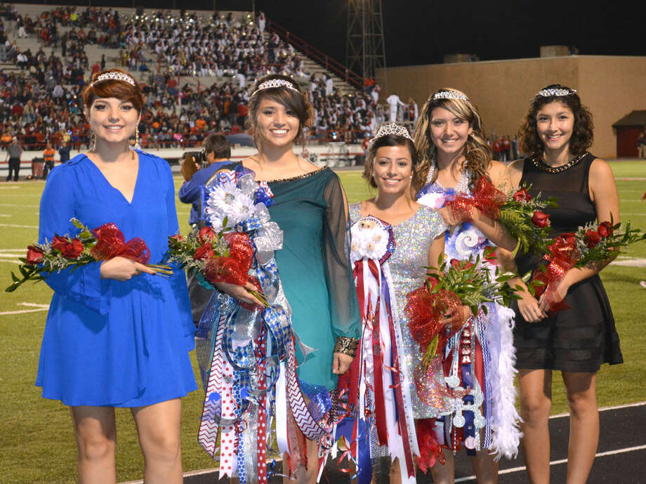 Homecoming QueenDoug McDonough/Plainview HeraldLyndzee Chavez (center), a senior and daughter of Martin and Sandra Chavez, was crowned Friday as Plainview High School Homecoming Queen. She is surrounded by her court, Princesses Malori Garcia (left), Tori Magallanes, Criselda Luna and Faith Quintanilla.