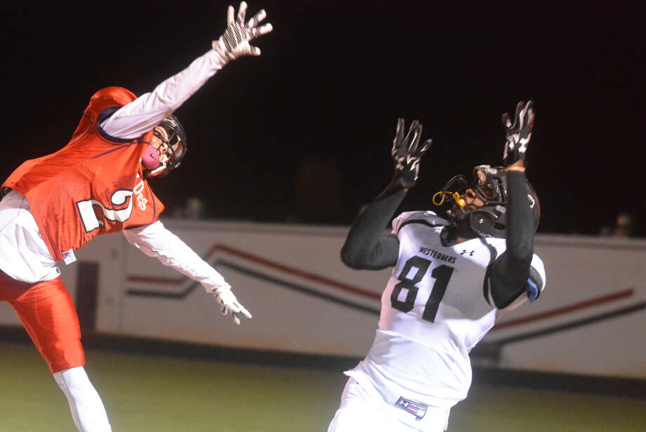 Plainview defensive back Jayton Ellis (left) leaps high to defend a pass intended for Lubbock High's Devante Greathouse last week. The Bulldogs host Randall in a bi-district playoff game Friday night. Photo: Skip Leon/Plainview Herald