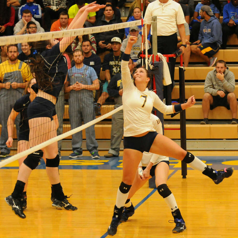 Wayland Baptist's Emily Welch (7) tries to make a play in the Sooner Athletic Conference semifinals earlier this week. Wayland defeated Oklahoma City University in four games Saturday to win the SAC championship and earn a spot in the NAIA National Championships. Photo: Photo Courtesy Of Claudia Lusk
