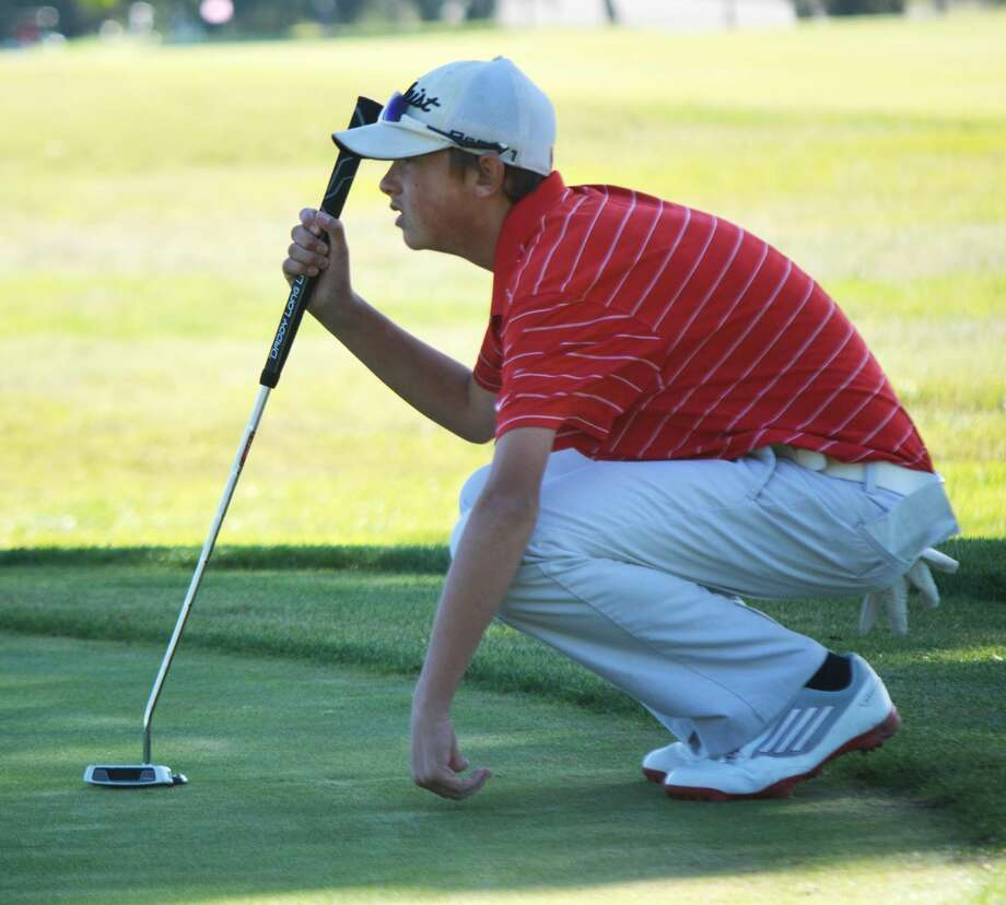 Plainview golfer Zach McDonough lines up a putt during the Plainview Triangular at the Plainview Country Club Saturday. McDonough led the Bulldogs' 'B' team with a 91. Photo: Doug McDonough/Plainview Herald