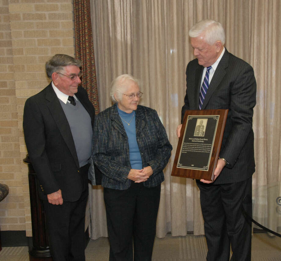 Wayland President Dr. Paul Armes (right) shows Melvin and Barbara Pyeatt, of Carlsbad, N.M., the scholarship plaque that will hang in McClung Center in honor of their newly endowed scholarship.
