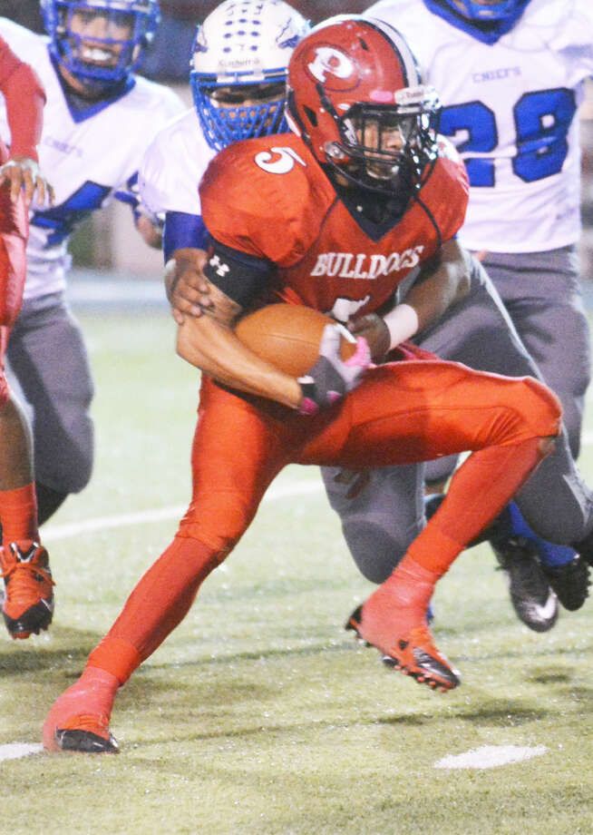 Plainview running back Warren Flye darts for yardage against San Angelo Lake View Friday night. The speedy senior set a Plainview school record with 504 yards rushing in the game. He broke the previous record of 466 yards set by Jamar Wall in 2005. Photo: Skip Leon/Plainview Herald