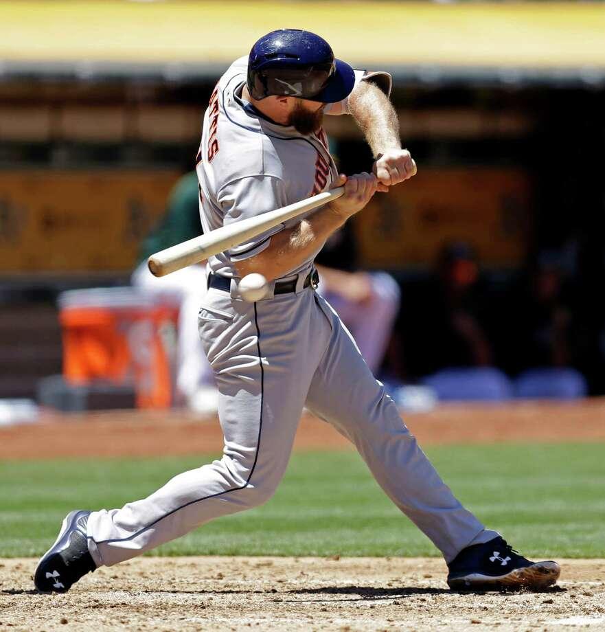 Astros' Evan Gattis suffers minor injury against Oakland